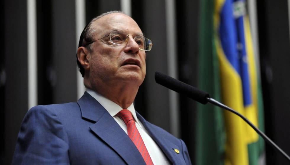 Maluf deixa hospital em Brasília e vai cumprir prisão domiciliar em SP