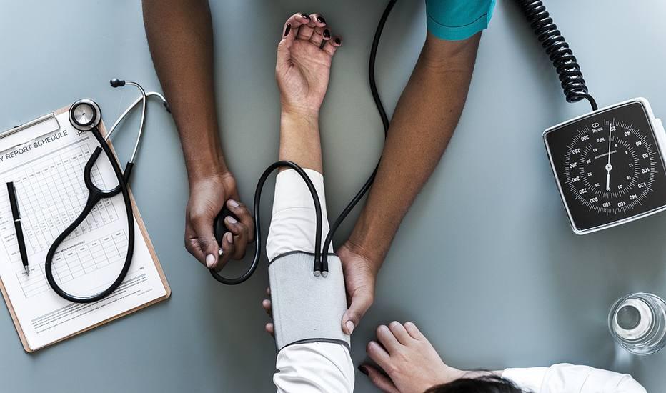 Número de médicos cresce 600% em 50 anos; maioria escolhe clínica médica e pediatria