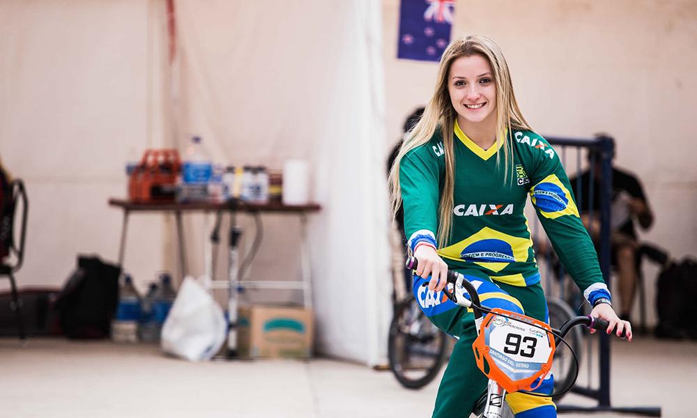 Priscilla Stevaux sobe para sexto do mundo e atinge seu melhor ranking no BMX
