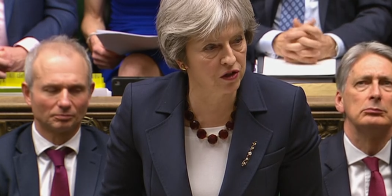 Theresa May expulsa 23 diplomatas russos após envenenamento de ex-espião