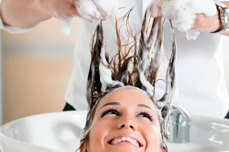 Usar produto fora da validade nos cabelos pode causar alergias e até estimular a queda