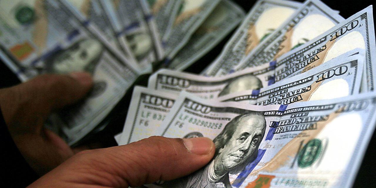 Dólar fecha no maior nível em nove meses na véspera de julgamento no STF