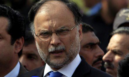 Ministro paquistanês é alvo de tiros em tentativa de assassinato