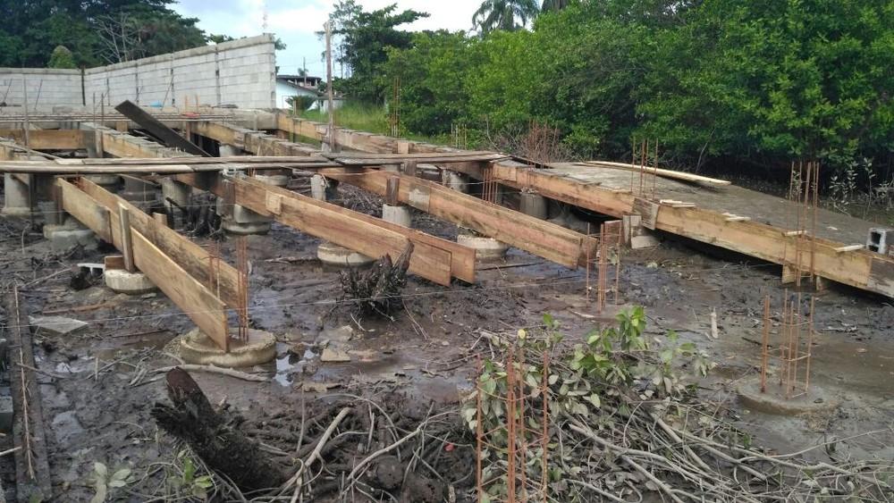 Obra é paralisada e dono multado em R$ 32 mil por invadir área de mangue em SP
