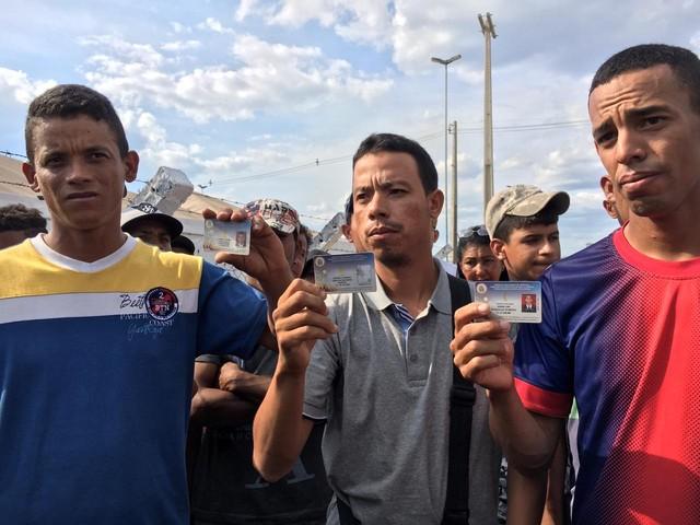 Mais 4 militares venezuelanos desertam pela fronteira brasileira; veja vídeo