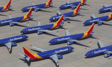 Após acidentes, Boeing atualiza manual e software de controle de voo dos 737 MAX