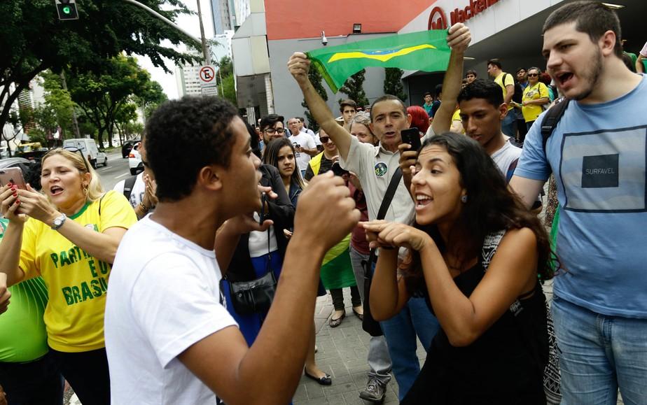 Bolsonaro cancela visita ao Mackenzie em São Paulo devido a protesto de estudantes