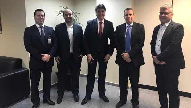 Após reunir com Infraero, Wilder diz que internacionalização do aeroporto de Goiânia está próxima