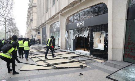 Coletes amarelos entram em confronto com a polícia em Paris no 18º sábado de mobilização