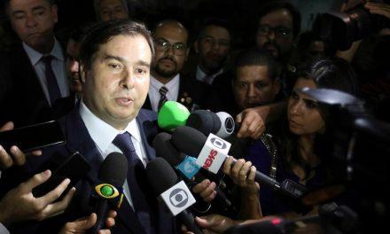 Maia diz que governo ainda não começou e que Bolsonaro está 'brincando de presidir'