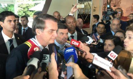 'Página virada', diz Bolsonaro sobre crise com Rodrigo Maia