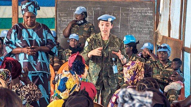 Brasileira ganha prêmio da ONU por defesa das mulheres em guerras