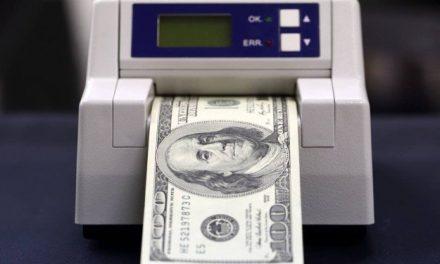 Após manobra na Câmara, dólar chega aos R$ 3,95 nesta quarta; Bolsa cai mais de 2%
