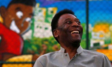 Pelé passa mal e é medicado em Paris, diz imprensa