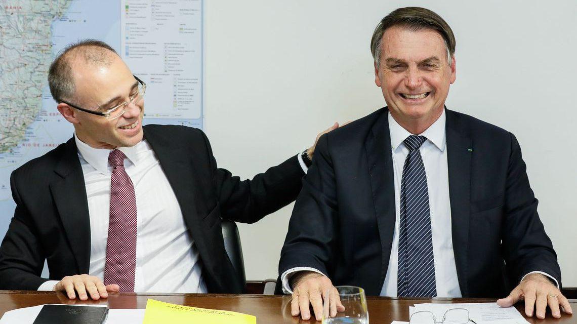 Bolsonaro retira sigilo bancário de operações com recursos públicos