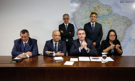 Bolsonaro anuncia decreto para caçadores e colecionadores de armas