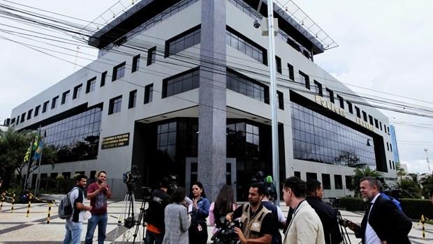 Polícia Federal cumpre mandados de prisão em nova fase da Operação Decantação