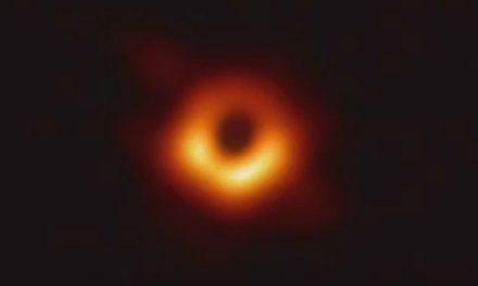 Astrônomos apresentam a primeira imagem de um buraco negro já registrada