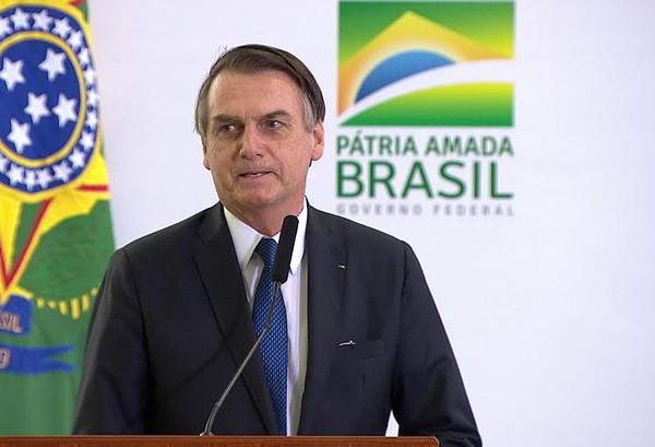 Bolsonaro assina projeto de lei que pretende regulamentar a educação domiciliar no Brasil
