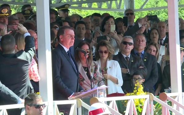 """""""Precisamos de vocês para que a chama da democracia não se apague"""", diz Bolsonaro sobre mídia"""