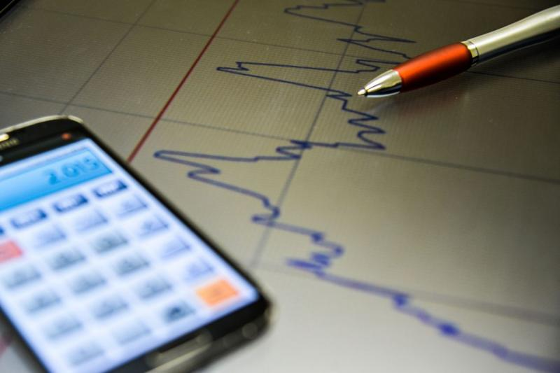 Incerteza da economia avança 8,1 pontos em abril, diz FGV