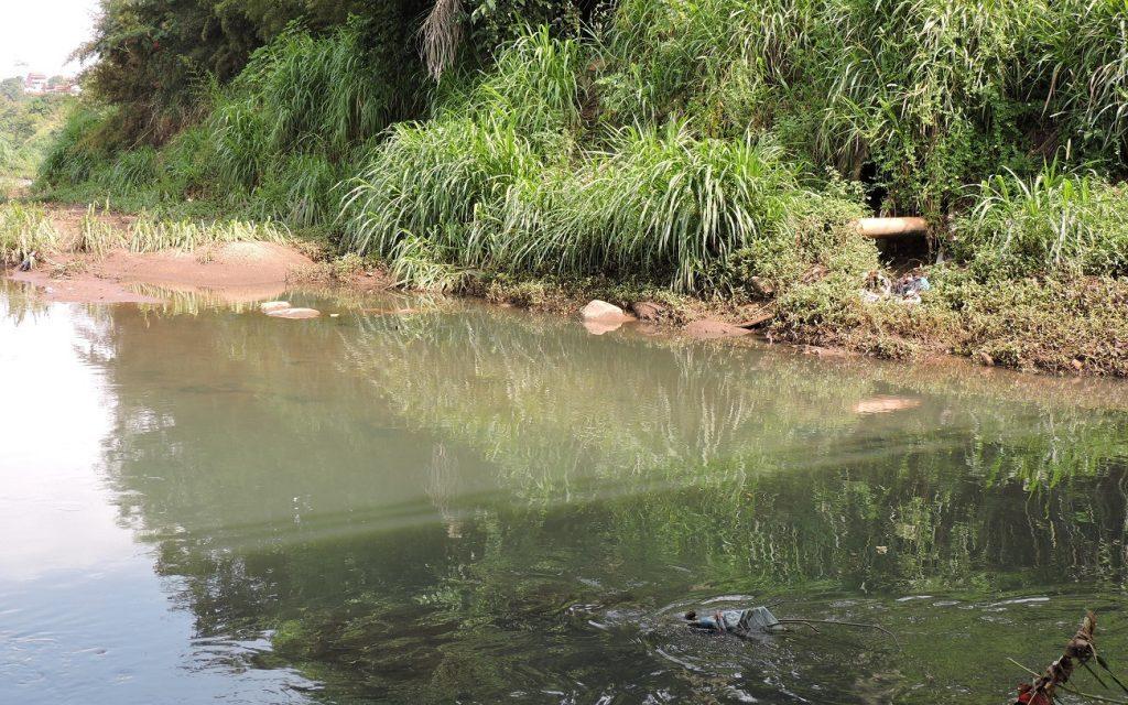 MP aciona Saneago por despejo de esgoto no Rio Meia Ponte, em Goiânia