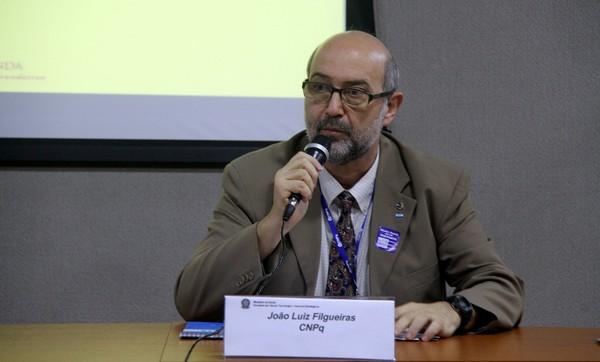 Pesquisadores financiados pelo CNPq podem ficar sem bolsas a partir de outubro, diz presidente