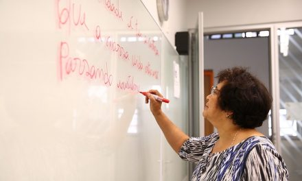 Aprovação aumenta após prova do Encceja substituir a do Enem para quem busca 'diploma' do ensino médio