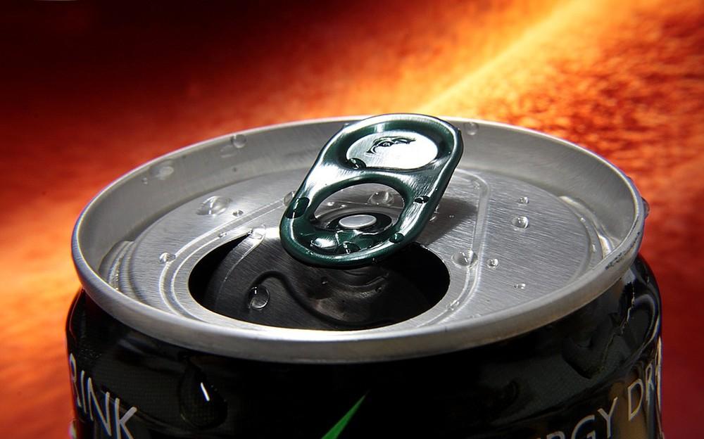 Moradores de Goiás podem trocar latas de alumínio por desconto na conta de energia