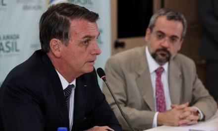 Bolsonaro confirma cortes em cursos de Humanas e diz que dinheiro do contribuinte deve ir para 'leitura, escrita e fazer conta'