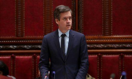 Senador de NY pede para hotel não receber homenagem a Bolsonaro