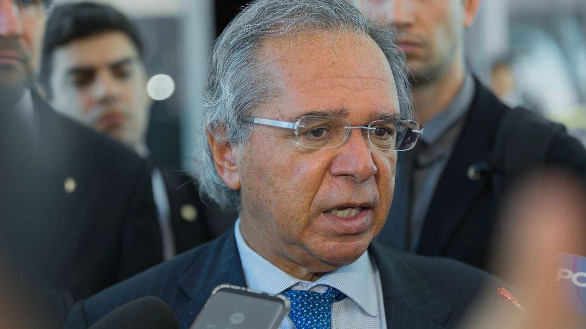 Governo estuda liberar saques em contas ativas do FGTS, diz Guedes
