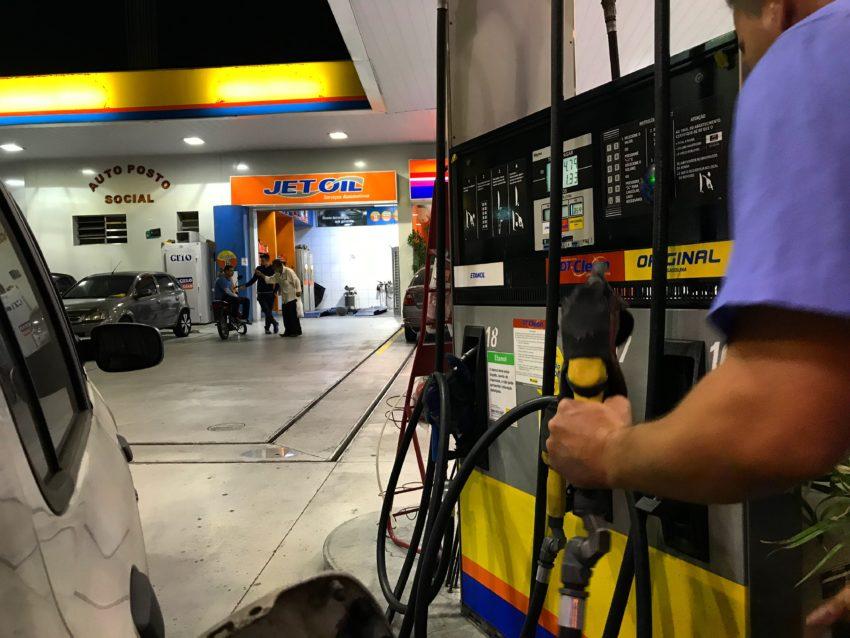 Governo publica nova tabela referencial para cálculo do preço do combustível