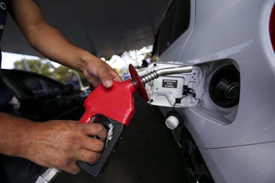 Projeto de lei, que obriga postos a especificar tipo de gasolina comercializada, é aprovado em Goiânia