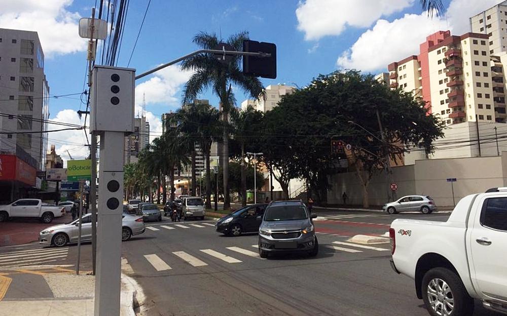 Vereadores aprovam projeto que determina instalação de faixas refletivas em radares de Goiânia