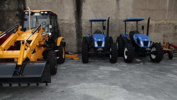 Prefeitura de Aparecida entrega máquinas para auxiliar pequenos agricultores