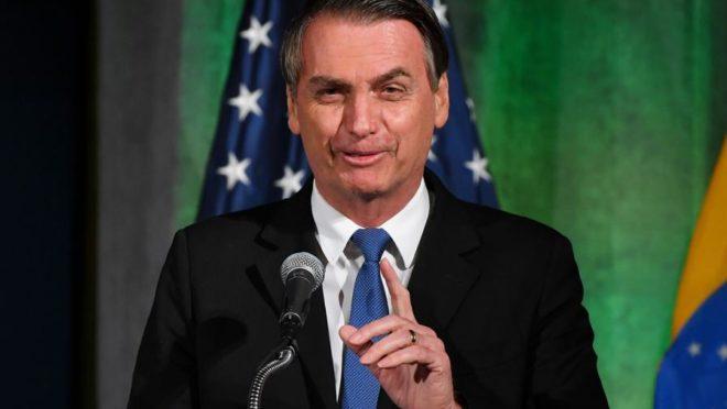 Bolsonaro sobre protestos: 'Idiotas úteis'