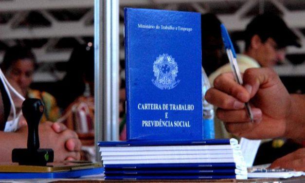 Brasil cria 129,6 mil vagas formais em abril, diz Caged