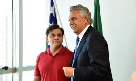 Chitãozinho é nomeado 'Embaixador do Araguaia' por Caiado, apesar de responder a processo por danos ambientais à região do rio