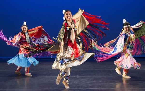 Grupo de dança dos EUA realiza apresentação em Goiânia