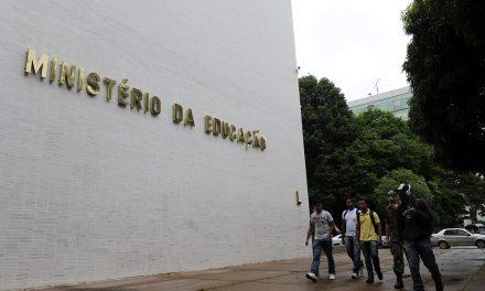 MEC mantém bloqueio de R$ 5,8 bilhões após revisão orçamentária