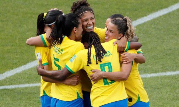 Brasil estreia na Copa do Mundo com vitória