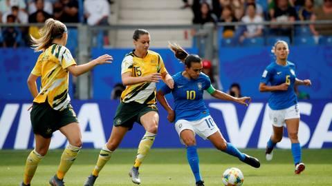 Austrália vence de virada após gol contra do Brasil