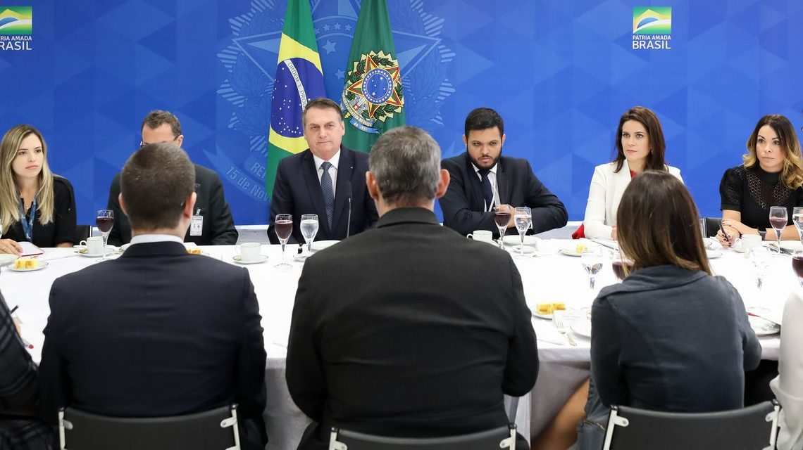 Bolsonaro diz que vai demitir presidente dos Correios