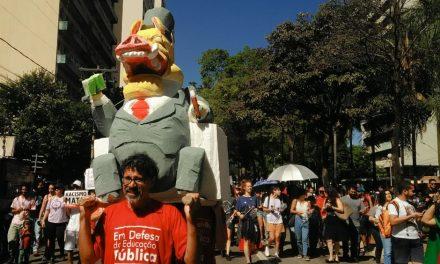 Em Goiânia, ato contra medidas do governo federal reúne 25 mil pessoas, segundo organização