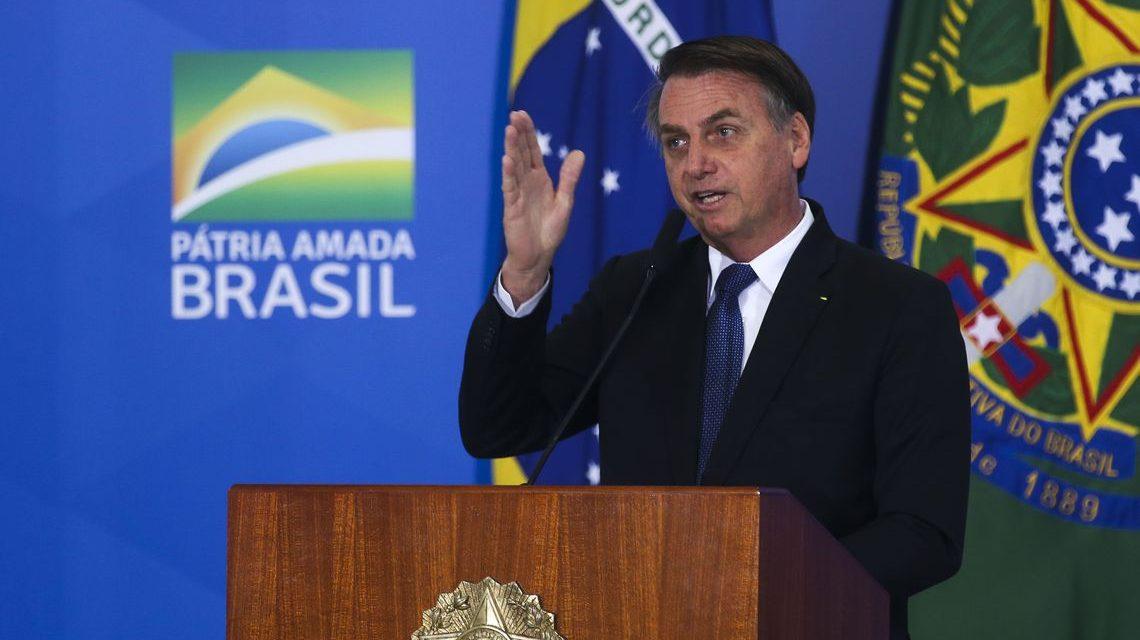 Bolsonaro veta isenção de cobrança de bagagem em voos domésticos