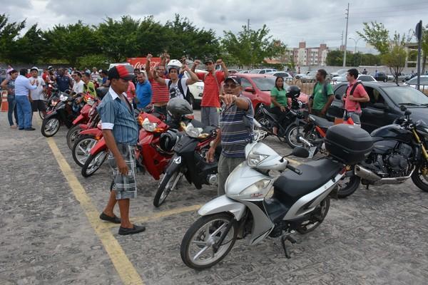 Governo suspende por 1 ano exigência de aulas para tirar habilitação das 'cinquentinhas'