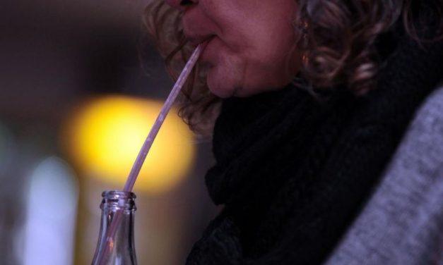 Comércios de Goiânia estão proibidos de usar canudos de plástico