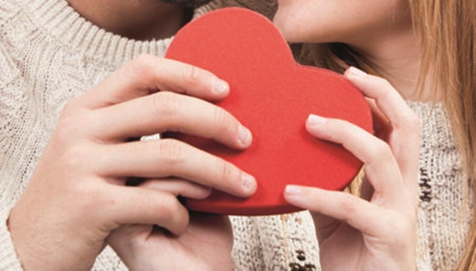Casais de Goiânia podem celebrar Dia dos Namorados com jantar, show, karaokê e até exposição de arte