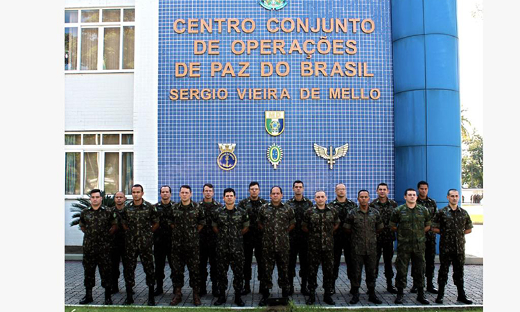 Militares brasileiros embarcam para missão de paz no Congo